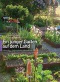 Ein junger Garten auf dem Land