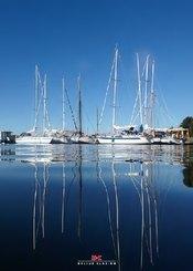 Maritimes Notizbuch - Fotomotiv: Segelyachten vor Anker