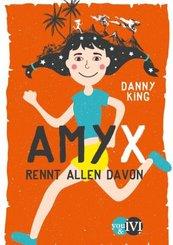 Amy X rennt allen davon