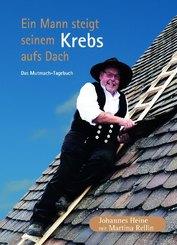 Ein Mann steigt seinem Krebs aufs Dach